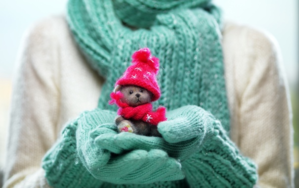 winter-cute-toy-hands-zima